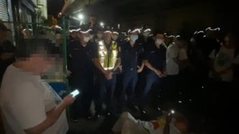 南鐵自救會守夜阻拆 與警推擠對峙