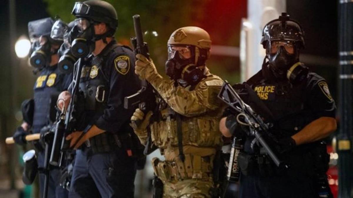 美國波特蘭示威:特朗普派聯邦執法人員抓捕示威者,引發濫權爭議