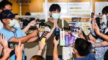 少拿4億版稅翻臉恩師 青峰被控侵權出庭應訊