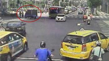 過馬路被撞!交往13年女友慘死 男千字文訴心聲