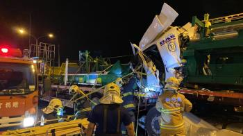 竹縣西濱路3聯結車追撞 1死1重傷