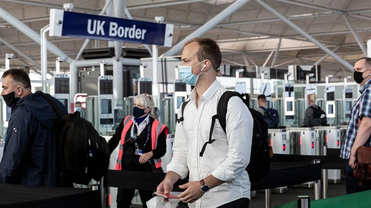 疫情阻礙英國護照簽發 40萬申請堆積如山