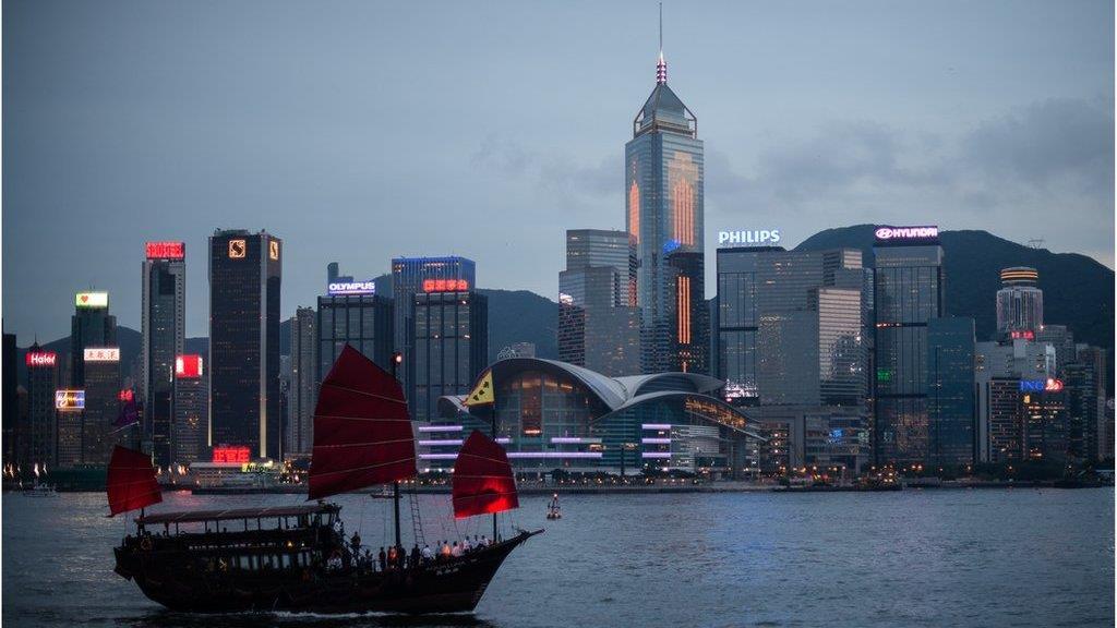 香港維多利亞港上世紀「臭港」變回「香港」的故事