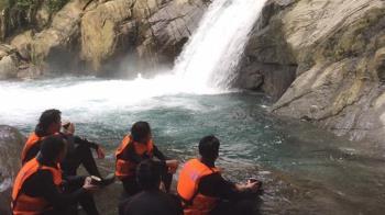 宜蘭南澳戲水!女學生遭捲瀑布 4友人救援遇死亡漩渦