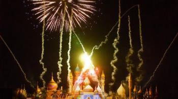 衝一波!六福村璀璨「皇宮煙火」 100秒點亮遊客暑假