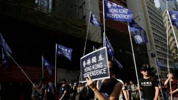 香港《國安法》:安全警察拘捕四人 首次主動調查後執法行動