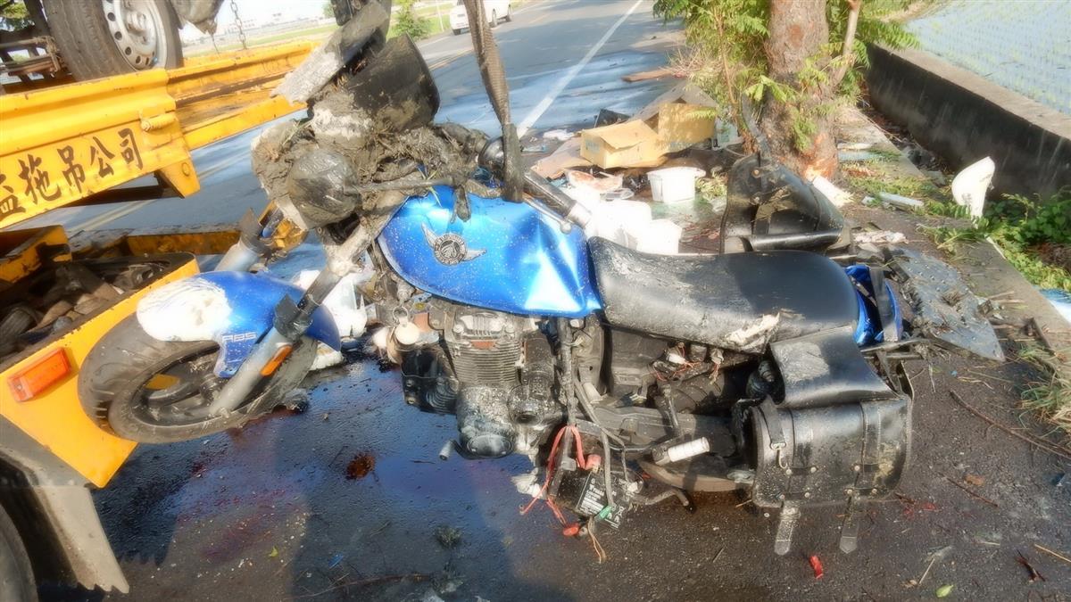 快訊/彰化小貨車對撞機車!19歲男騎士、64歲駕駛重創雙亡