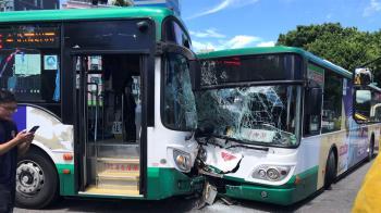 北市2公車對撞!車頭全毀玻璃碎光 4人受傷急送醫