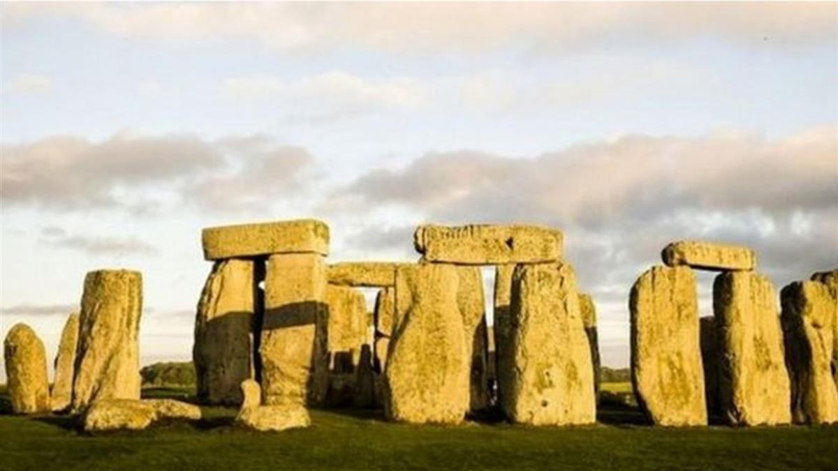 一根巨石柱心終於解開英國巨石陣謎團