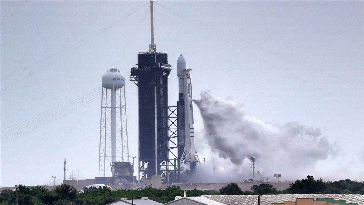 返回地球! SpaceX太空船成功降落墨西哥灣海域