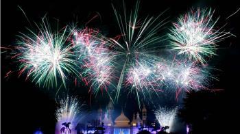 六福村百萬城堡煙火回來了 100秒煙火點亮阿拉伯皇宮