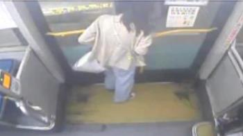 險生日變忌日!女大生遭公車猛夾頭 崩潰拍門求救:差點死掉