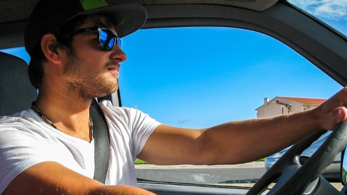 被叭一聲就暴怒砸車?開車習慣秒辨「11種潛藏性格」