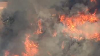 南加州野火烈焰沖天 消防員急打火