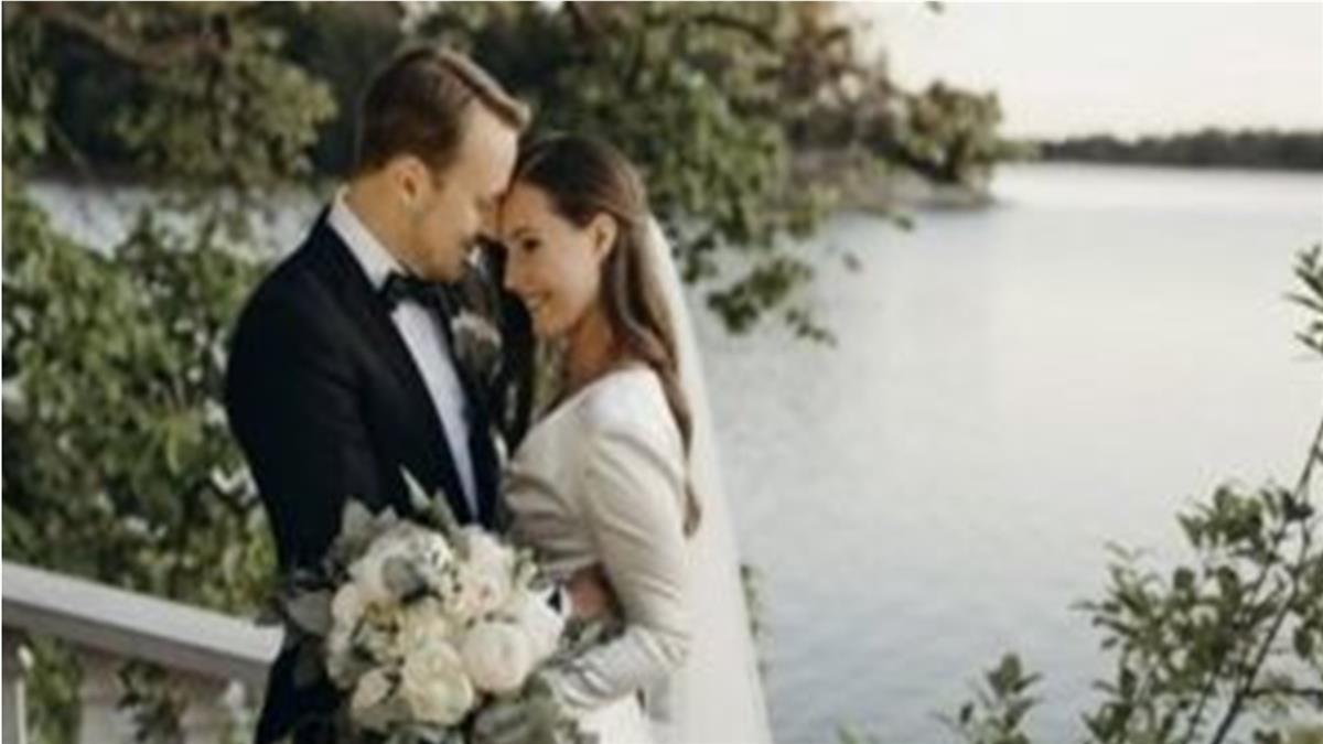 世界最年輕女總理疫情期間「秘密」結婚 全球媒體聚焦溫馨婚照