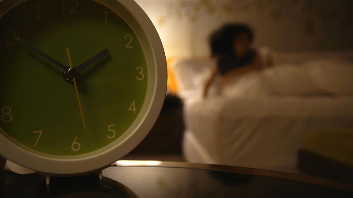 """""""一夜多次郎""""頻尿好焦慮 醫師:40歲後激素退化導致"""