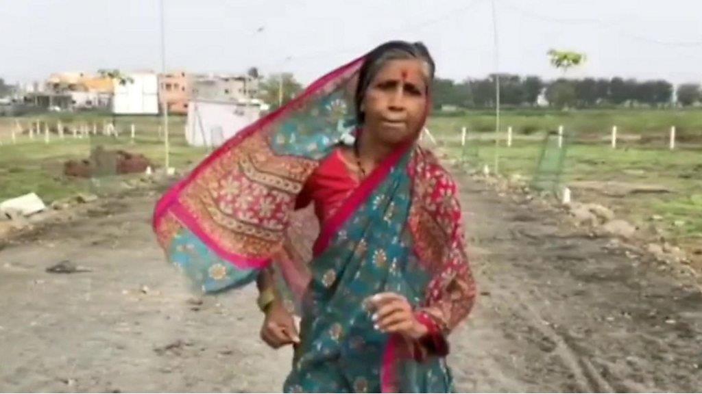 印度赤腳奶奶為救丈夫參加長跑比賽