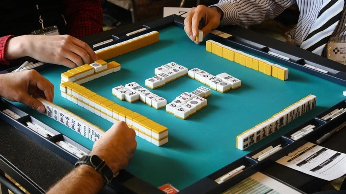 他打牌狂贏錢!女友家人嚇壞勸分手:太邪門
