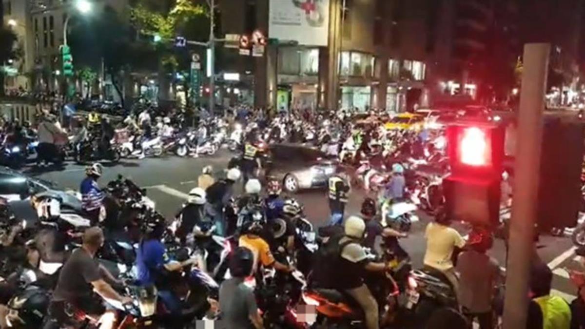機車爭路權!市民大道交通癱瘓 30分路程變2小時