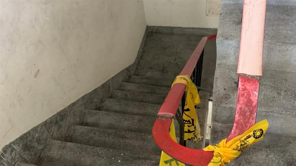 蘆洲19歲男全裸躺樓梯…送醫不治!生前曾詭異甩手走出超商