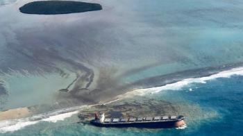 日本貨輪觸礁漏油 引發模里西斯環境浩劫