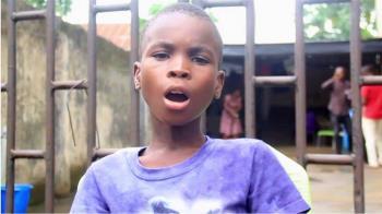 用歌聲改變人生的九歲街童