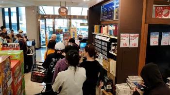 獨/米克拉突襲! 澎湖民眾衝超市囤貨 民宿老闆憂訂房大亂