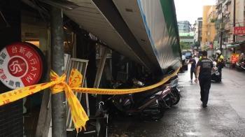 快訊/米克拉強風吹垮內湖超商招牌 8機車受波及