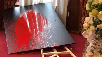 快訊/李登輝追思會場被闖入!民眾持紅油漆氣球砸肖像