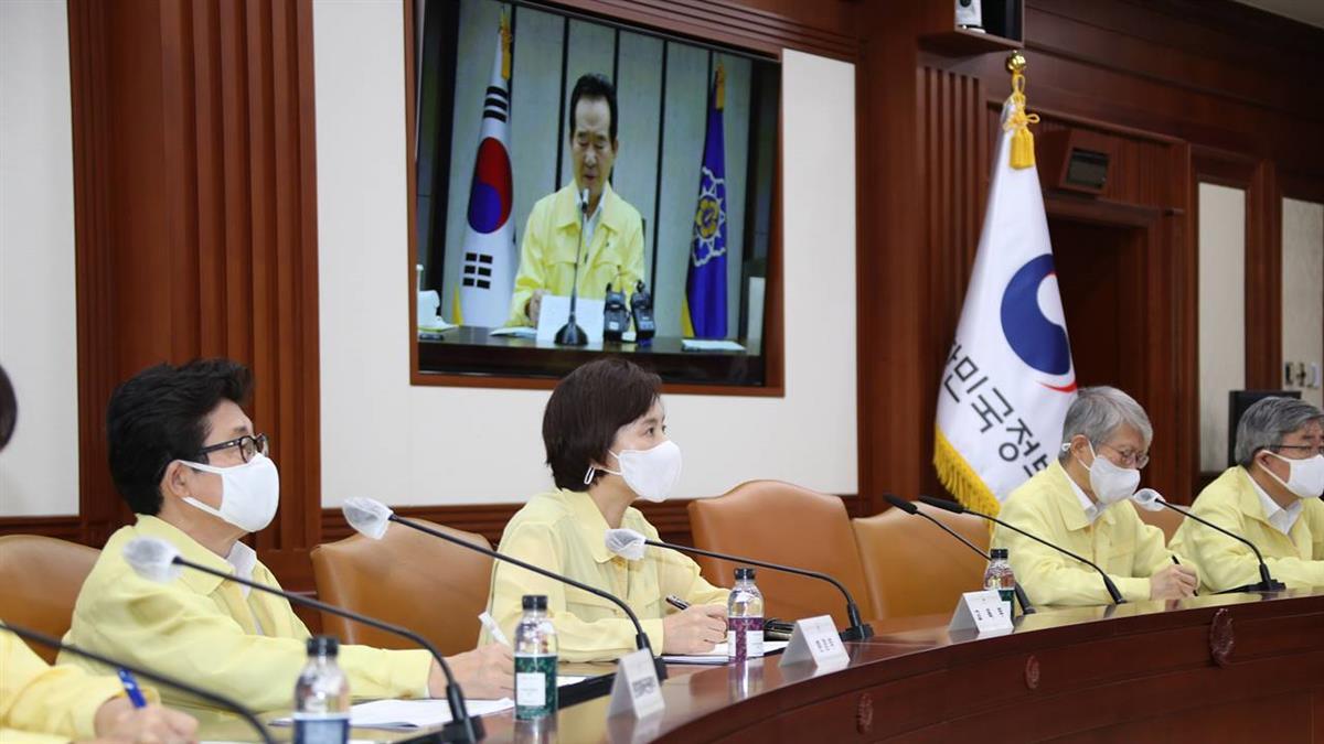 韓國社區感染病例再飆高 政府擬調高防疫等級