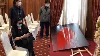 鄭惠中潑漆李登輝照片!波及台北賓館 最重可處5年刑責