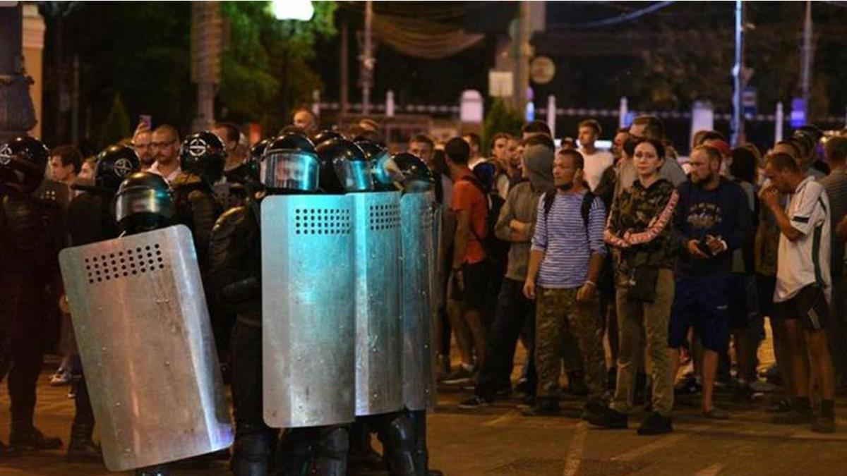 白俄羅斯大選爆「作票黑箱」 示威者被捕竟遭警方毆打虐待