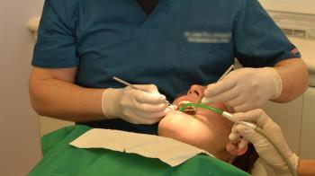 15歲少女拔4顆牙!19分鐘後嘴咬管子吐血慘死