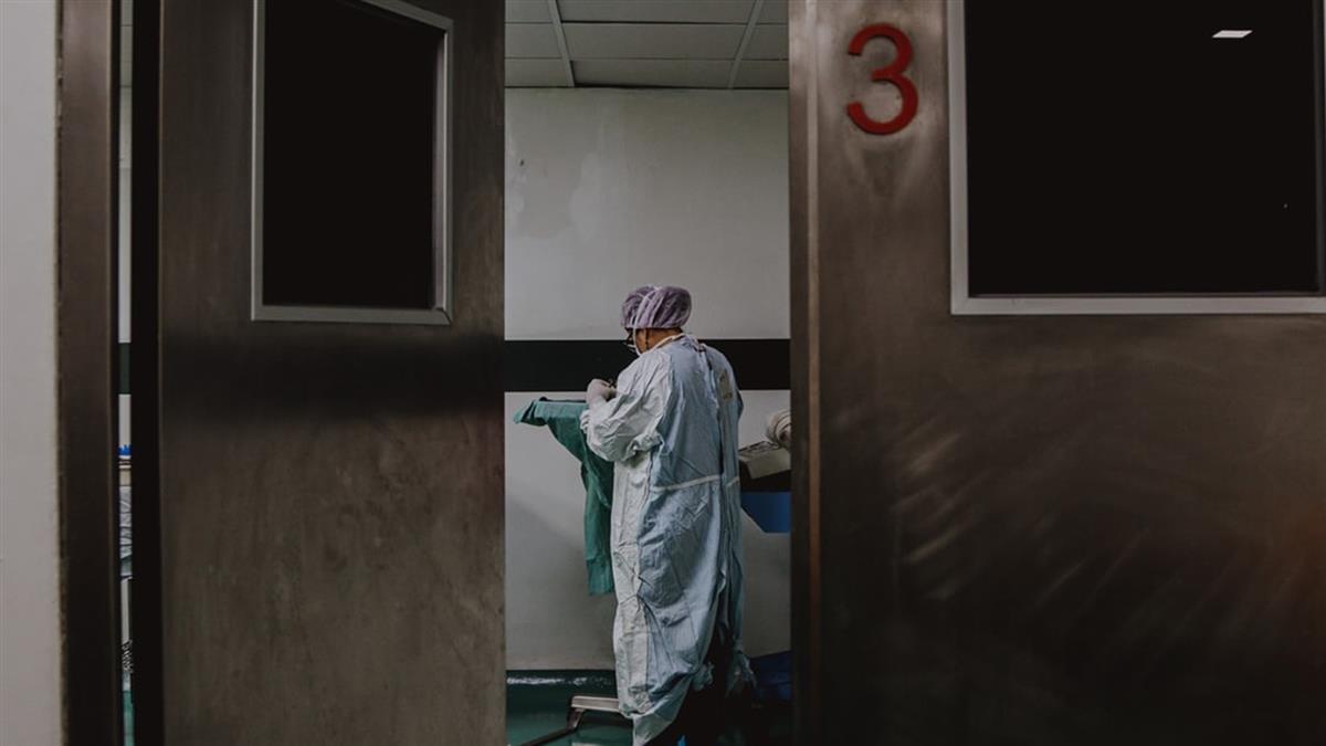 少年美國返台 為何在第11天採檢?重症醫揭2不尋常