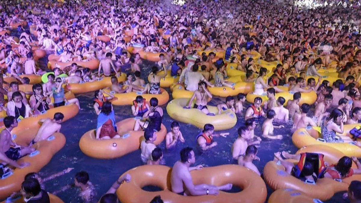 肺炎疫情:武漢水上電音派對,3000人無口罩狂歡
