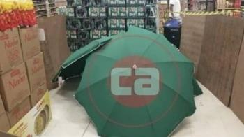 經理上班暴斃!巴西家樂福雨傘遮屍 照營業4hr