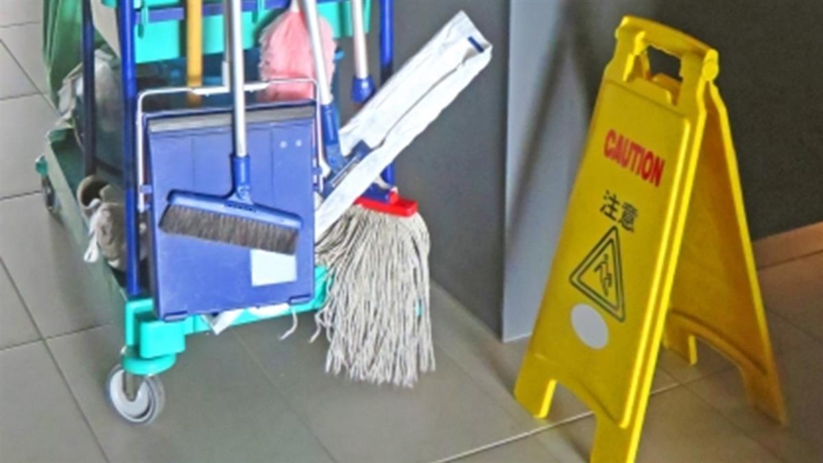 拖地沒擦乾!貴族學校男童滑倒撞頭亡 清潔工下場慘