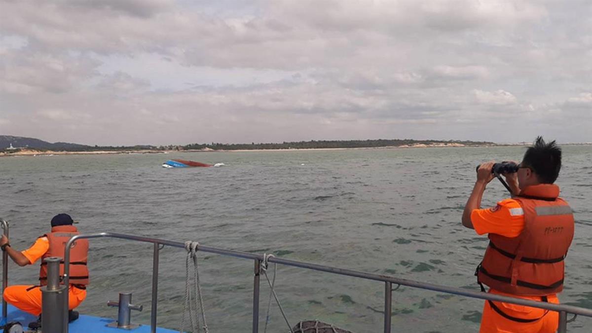 陸籍客船金門海域翻覆  海巡即刻救援撲空