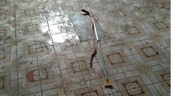 樓梯放菜刀缺2片瓷磚!師傅做工嚇歪 內行曝:曾死過人