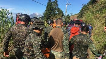 國軍搜救屏科大研究生 軍車摔80公尺深山谷
