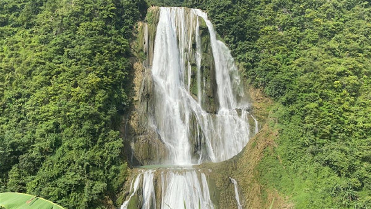 垂降410公尺瀑布!2遊客掛半空 被水柱狂沖慘死