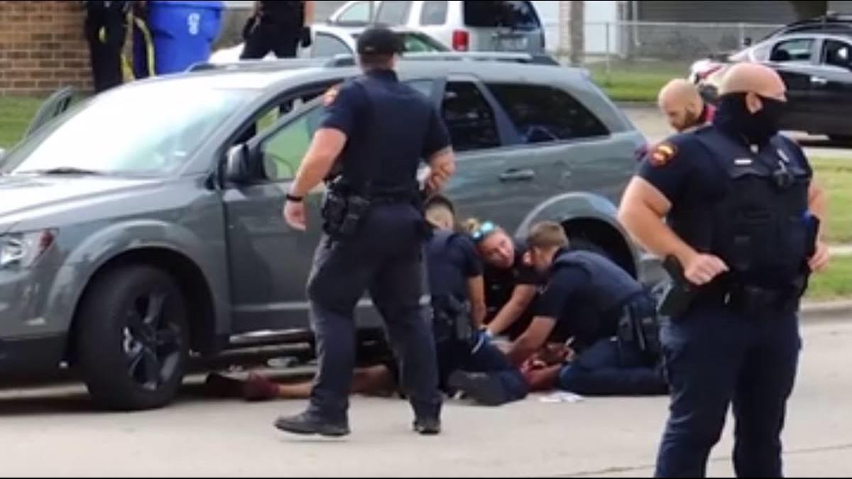 美非裔平權運動再起波瀾! 3孩目睹父遭警「背後連開7槍」