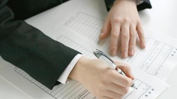 平均投108份履歷! 6成新鮮人無正職頭路 起薪僅28K