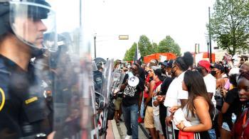 美警朝非裔背後開槍再掀示威 威州出動國民兵