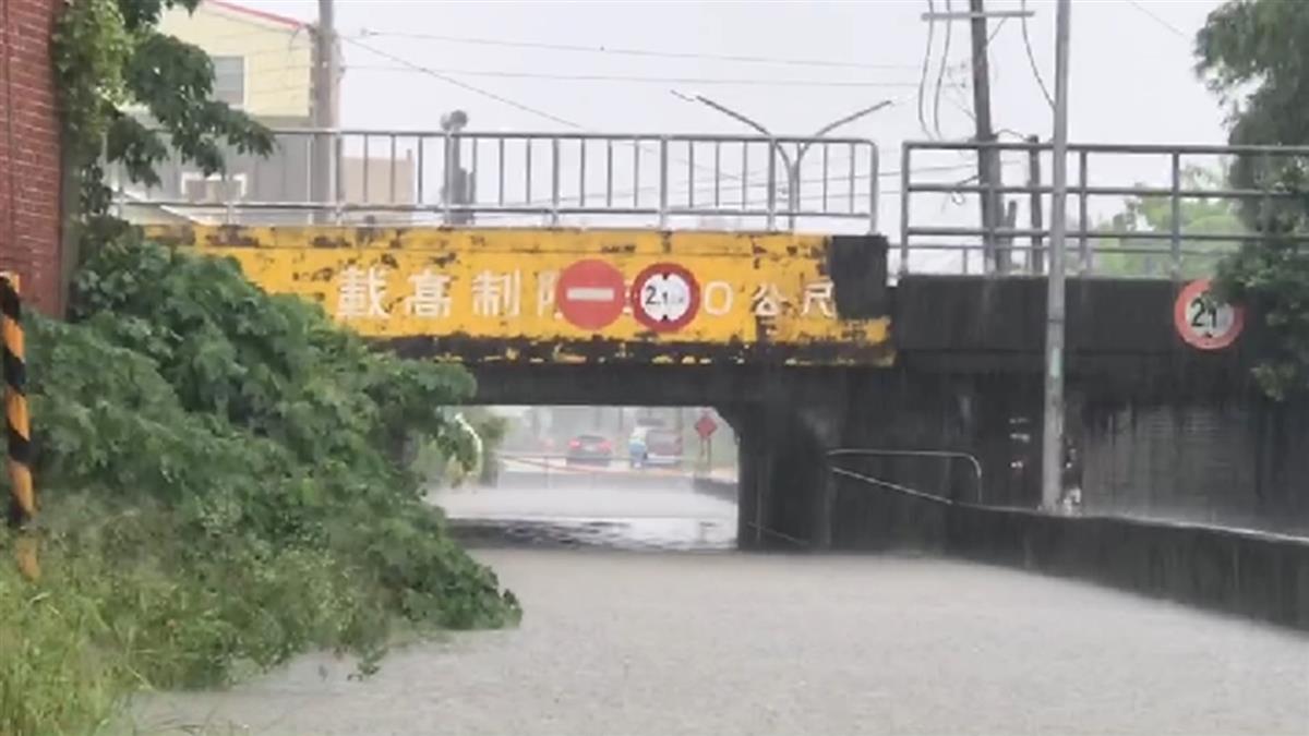 大雨灌滿地下道!台南高雄發布2級淹水警戒 黃偉哲說話了