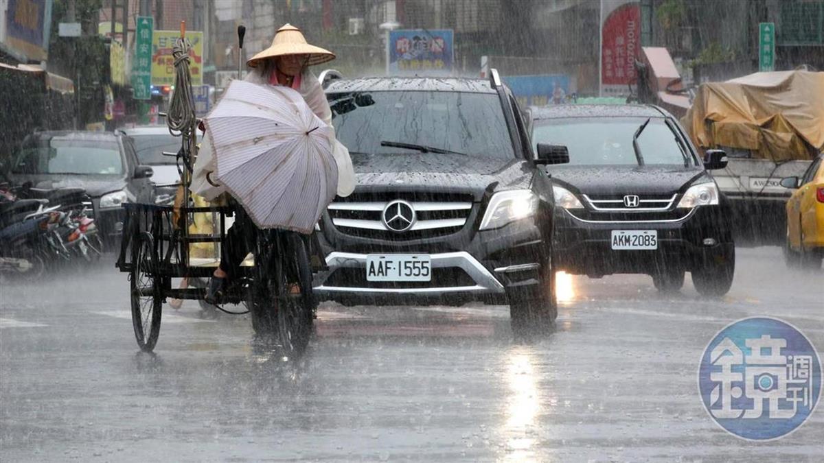 嘉義以南豪雨特報!低窪慎防淹水 注意雷擊強陣風