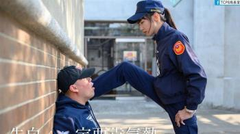 女警霸氣「腳壁咚」爆紅 萬人跪求IG小編終於給了