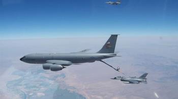 AIT公開台F-16戰機 在美執行空中加油任務