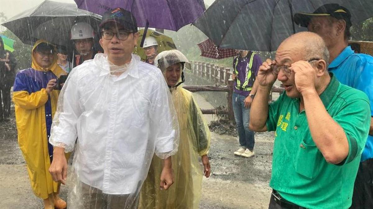 高雄淹水升級口水戰 韓粉酸陳其邁不撐傘被打臉