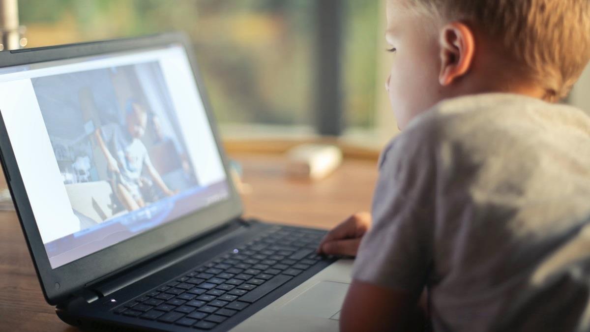 英6歲男童偷偷上網競標卡車! 父收到帳單驚呆:已欠債73萬